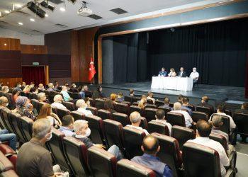 İL EMNİYET MÜDÜRÜ MEHMET ŞAHNE, MUHTARLARLA BİR ARAYA GELDİ (İHA/İZMİR-İHA) İzmir İl Emniyet Müdürü Mehmet Şahne, Konak ilçesindeki 54 mahalle muhtarı ile bir araya geldi.