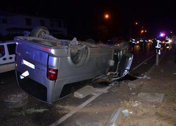 MANİSA'NIN TURGUTLU İLÇESİNDE MİNİBÜSÜN DEVRİLMESİ SONUCU 3'Ü ÇOCUK 5 KİŞİ YARALANDI. (İLKER UYAR/MANİSA-İHA) Manisa'nın Turgutlu ilçesinde minibüsün devrilmesi sonucu 3'ü çocuk 5 kişi yaralandı.
