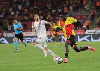 SÜPER LİG'İN 6. HAFTA MAÇINDA GÖZTEPE, SAHASINDA HATAYSPOR'A 2-0 MAĞLUP OLDU. (ALİ GÖZETEN/İZMİR-İHA) Süper Lig'in 6. hafta maçında Göztepe, sahasında Hatayspor'a 2-0 mağlup oldu.